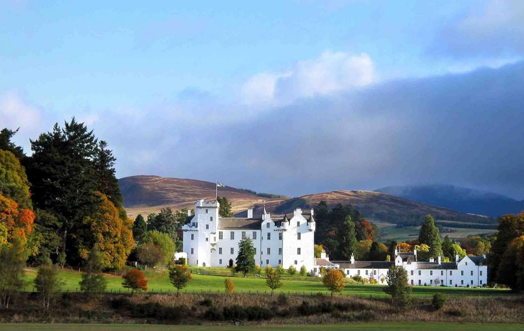 Scotland Chauffeur Driven Tours - Dalwhinnie Distillery, Scotland